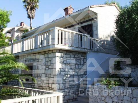 A property for sale 1st row by the sea in Selca Puntinak Brac